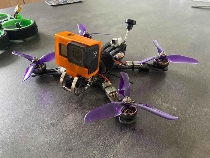 Montage de la Gopro sur le drone