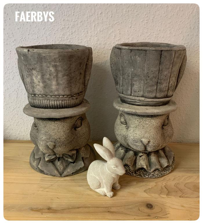 #hasen #betondeko #hasenpaar #hasen übertöpfe #faerbys #gartendeko #garten #ostern #betonfiguren #betonhexe #handmade #concrete #rabbit #rabbit concret #concret garden #easter