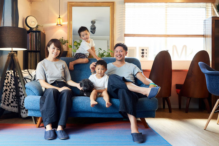 マイホームで家族写真