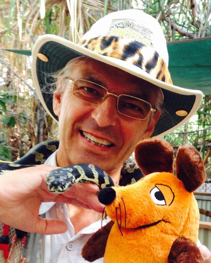 Maus und Greyhound sind mutig und freunden sich mit einer Schlange an, .....