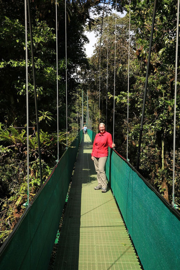 Auf der längsten der sechs Hängebrücken - nicht die Golden Gate Bridge, sondern die Green Bridge und über 200 Meter lang !