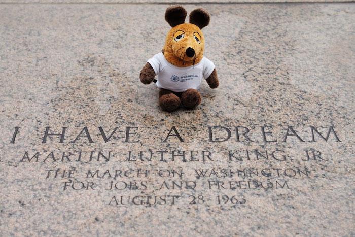 Maus setzte sich an genau die Stelle, an der Martin Luther King, jr. seine berühmte Rede gehalten hatte.