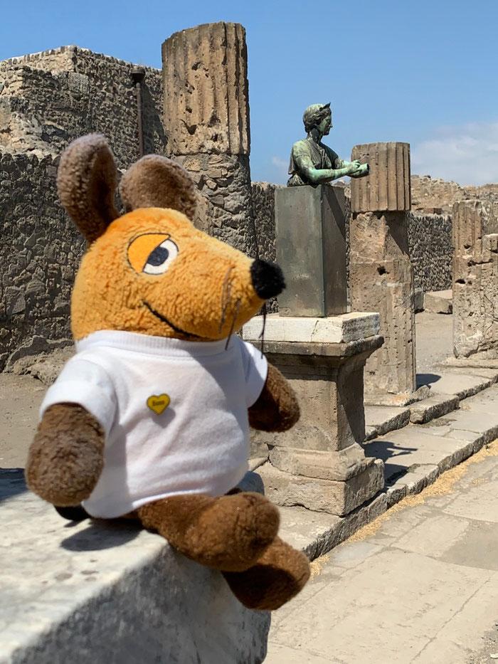 Ein letztes Bild von Maus mit einer unbekannten Schönheit in der Sonne von Pompeji