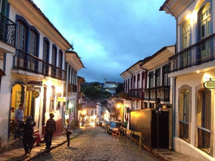 Abendstimmung in den Gassen von Ouro Preto