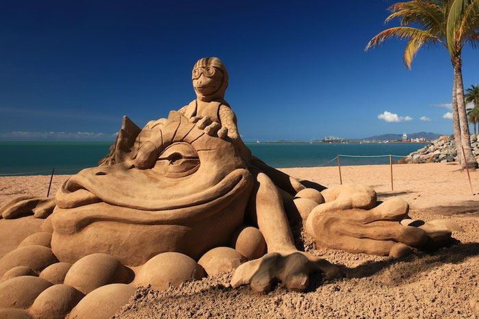 Eine Sandburg der etwas anderen Art am Strand von Townsville
