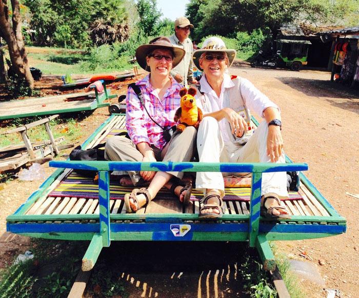 Die Greyhounds und Maus auf dem Bamboo-Train