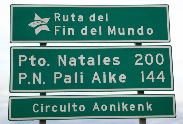 """Auf der Straße """"Ende der Welt"""" fahren wir in den Ort Puerto Natales, der in der Provinz """"Ultima Esperanza"""" (""""Letzte Hoffnung"""") liegt."""