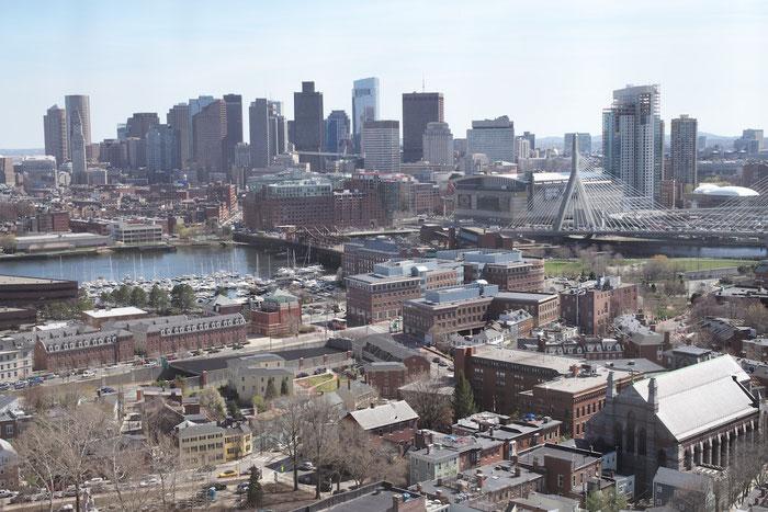 Die Skyline von Boston - von der Spitze des Bunker Hill Memorial aus gesehen.