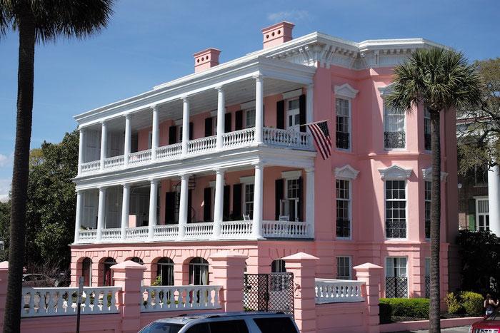 Auch das gibt es in Charleston - ein hochherrschaftliches Haus in rosa !