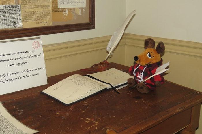 Der kanadische Postmeister Maus bei der Arbeit