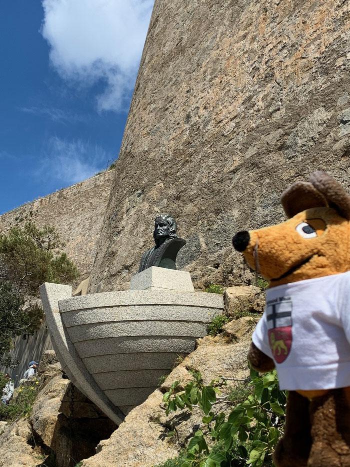 Auf dem Weg zur Unterkunft kam ich am Denkmal für Christoph Columbus vorbei, der in Calvi geboren sein soll. Das aber behaupten auch Genua, Lissabon und Sevilla. Naja, irgendwer wird schon Recht haben.
