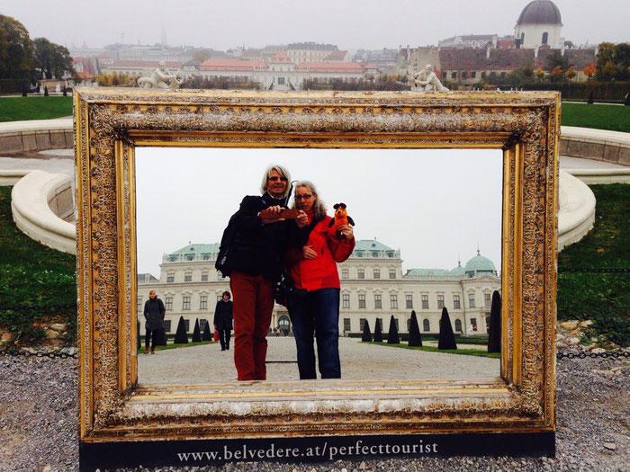 Die Reisegruppe vor dem oberen Schloß Belvedere
