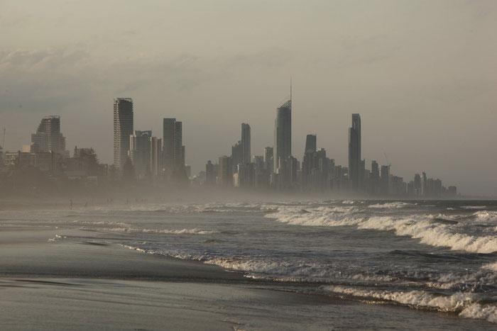 Die Skyline vom Strand in Miami aus aufgenommen.