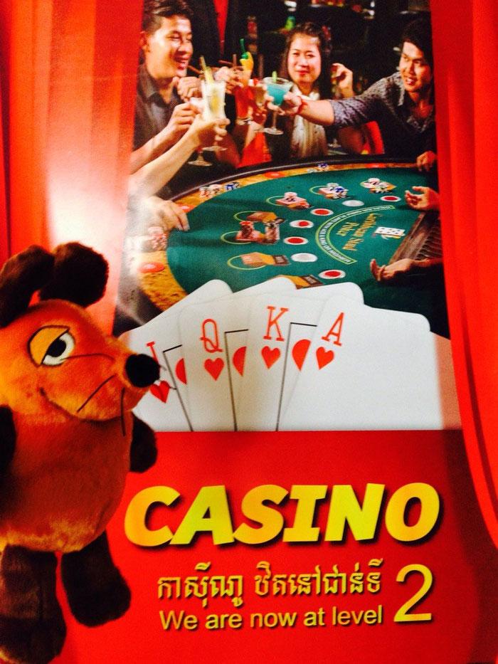 Maus wollte einmal in ihrem Leben im Bokor Hill Casino spielen - aber sie wurde nicht zu den Spielautomaten vorgelassen (nur weil sie zu klein ist !)