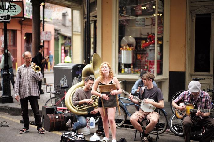 """An (fast) jeder Ecke wird musiziert - hier die """"Speakeasy Jazz Cats"""" aus Seattle"""