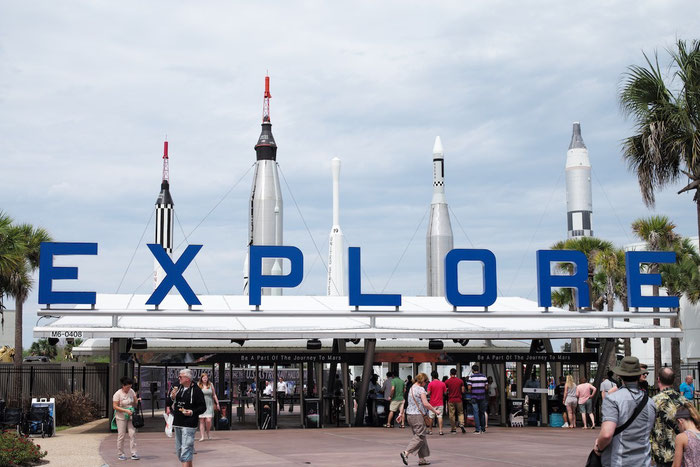 """Wie der Schriftzug """"Explore"""" schon ausdrückt: Das Kennedy Space Center werden wir morgen erkunden - unsere Füsse freuen sich schon :-("""