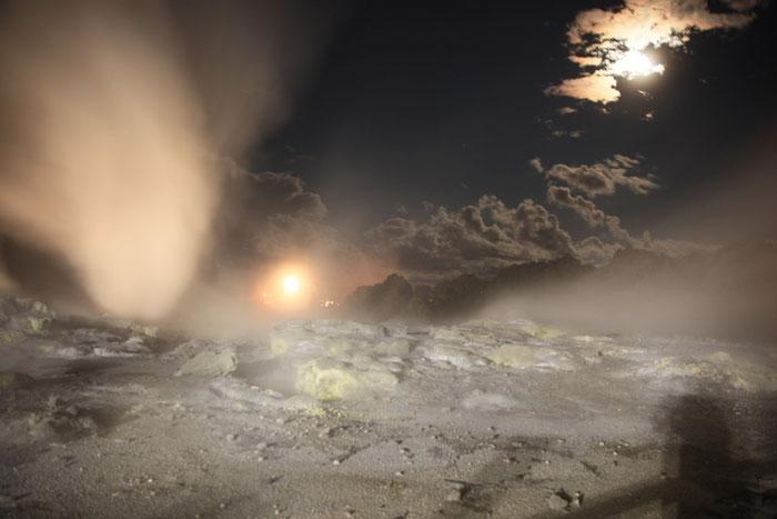 Te Puia bei Nacht und Wasserdampf