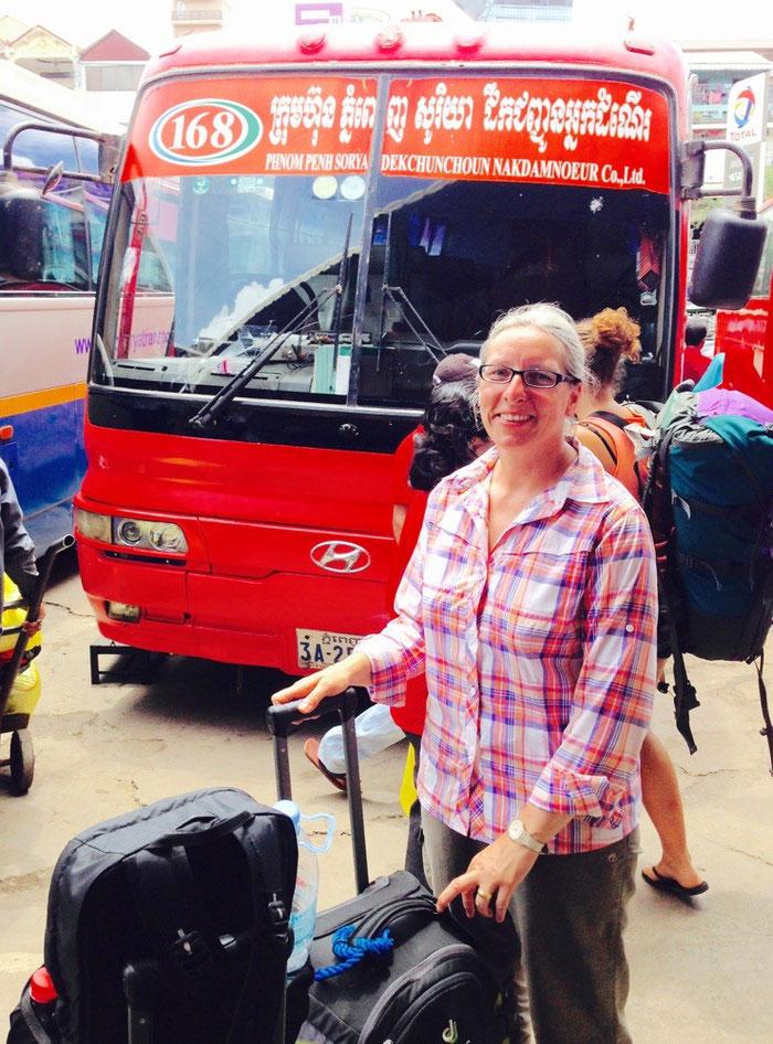 Unser Bus nach Kampong Cham - der ganze Stolz der kambodschanischen Verkehrsbetriebe Sorya :-)