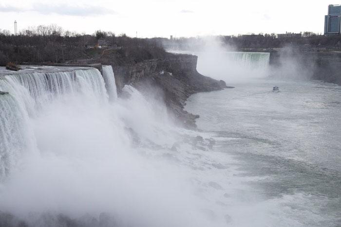 Die Niagara-Falls - von US-amerikanischer Seite aus gesehen