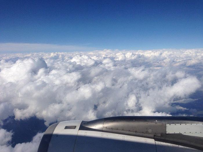 Ein Foto aus dem Flugzeug, bevor wir auf dem Flug nach Guayaquil wegdämmern :-)