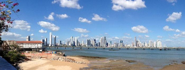 Panama Stadt Downtown von der Altstadt aus gesehen.
