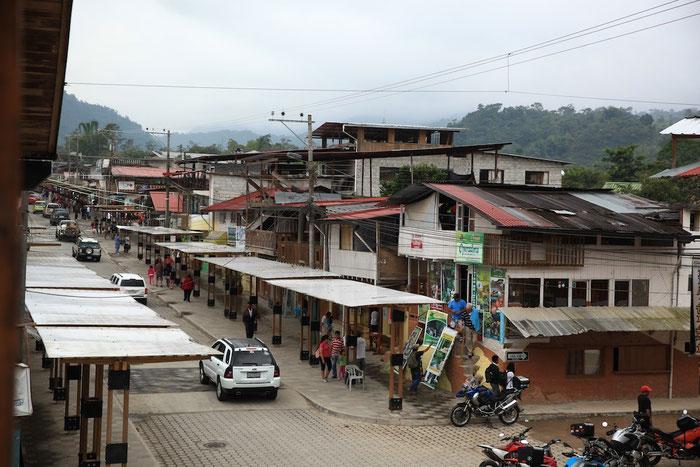 Die Hauptstraße von Mindo