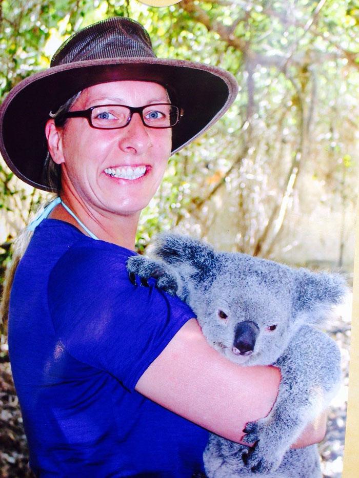 .... die Greyhoundin kuschelt lieber mit Koalas :-)