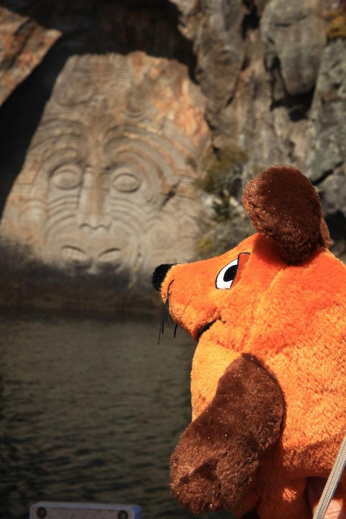 """Auch wenn ich alles weiß - aber die Felsgravuren """"in Natura"""" zu sehen, war doch ganz schön aufregend."""