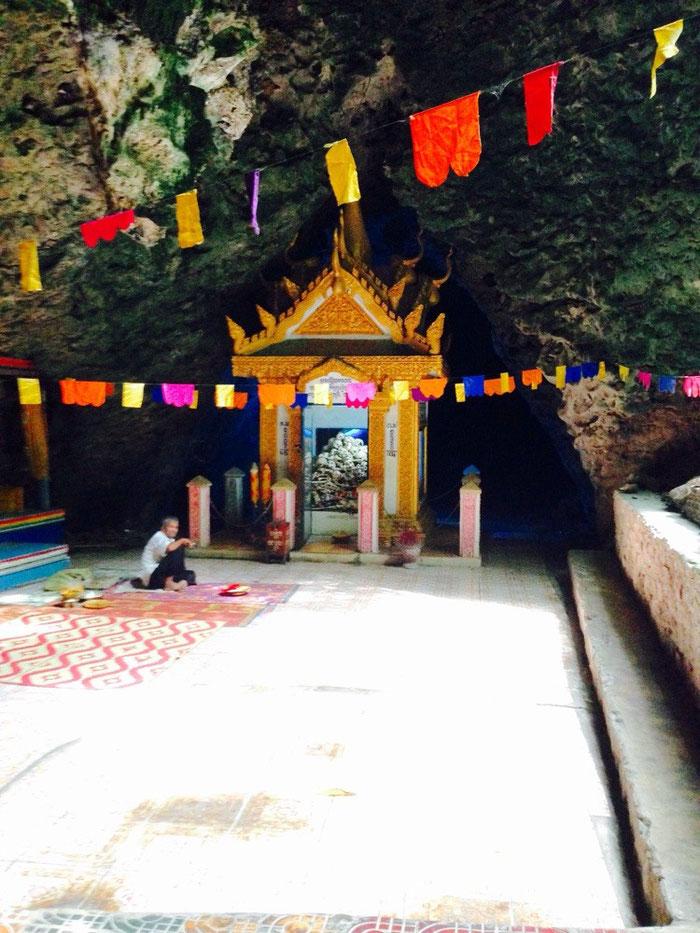 Beklemmender Abschluss der heutigen Tour: die Killing Cave bei Battambang