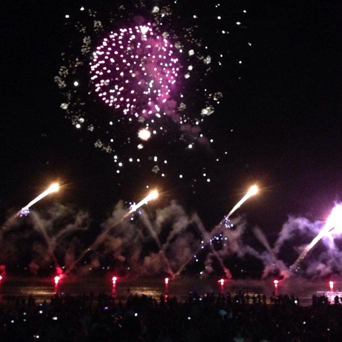 Das große Feuerwerk anläßlich des Territory-Day 2015 über dem Mindil-Beach