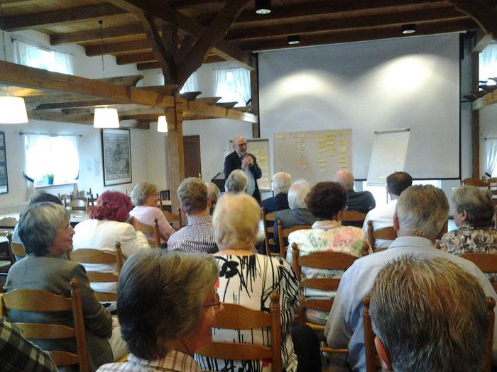 Moderator Andreas Viehoff-Heithorn von der Stadt Münster sammelt im Rahmen der Zukunftswerkstatt neue Ideen und Konzepte für den Verein