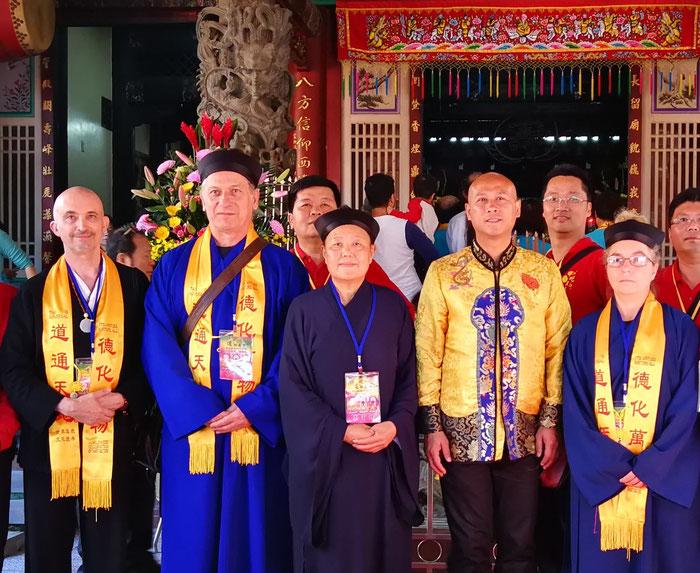 Philippe Aspe et Karine Martin lors du grand pèlerinage taoïste à Taiwan en décembre 2018.