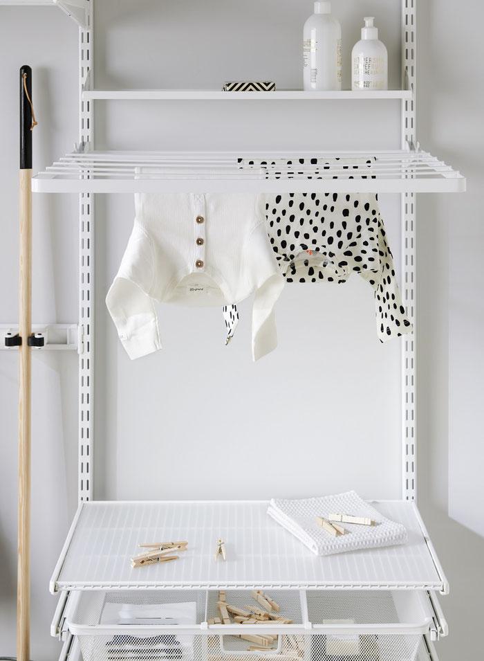 Elfa Regalsystem für Waschküche oder Hauswirtschaftsraum mit Gitterkorbauszug