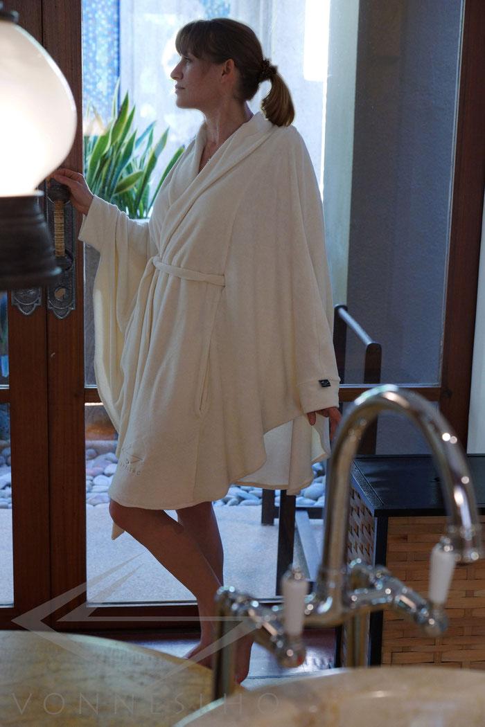langer Bademantel mit Kapuze Damen Poncho, Frottee, schöner Bademantel Luxus Saunamantel Saunaponcho Wellnesmantel Morgenmantel