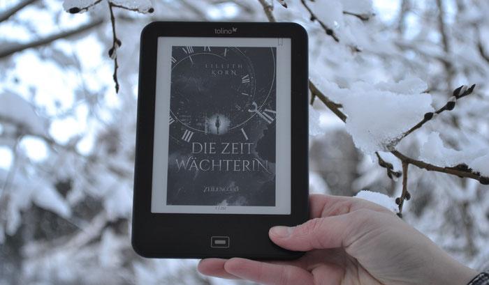 """Cover """"Die Zeitwächterin"""" am eReader"""