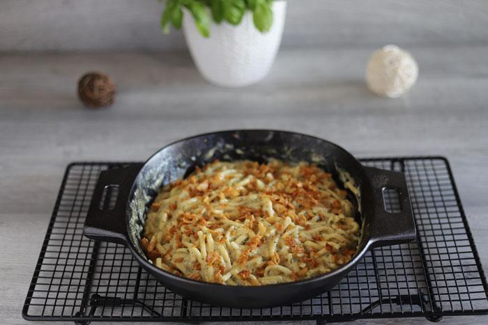 Käsespätzle aus der mittleren gusseisernen Pfanne von Pampered Chef im Onlineshop bestellen