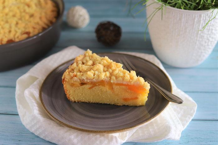 Pfirsich-Streusel-Kuchen aus der Stoneware rund