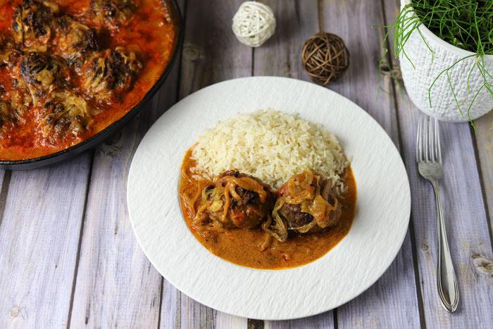 Hackbällchen mit Zwiebeln in einer Curry Senf Soße aus der gusseisernen Pfanne von Pampered Chef im Onlineshop
