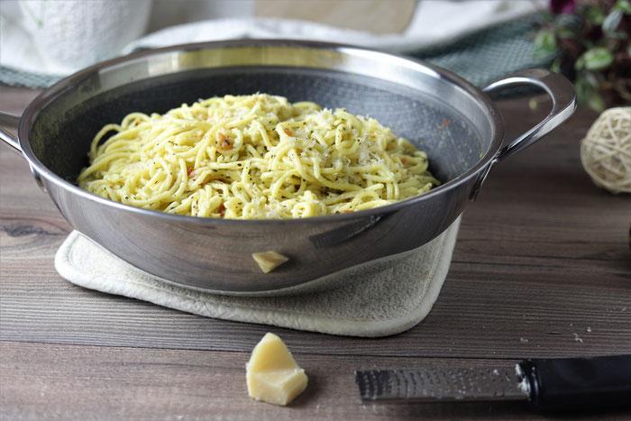 Edelstahl Wokpfanne mit Spaghetti aglio olio aus dem Pampered Chef Onlineshop