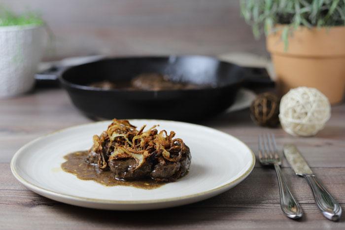 Rumpsteak oder Roastbeef oder Entrecote oder Rinderhüftsteaks aus der gusseisernen Pfanne von Pampered Chef
