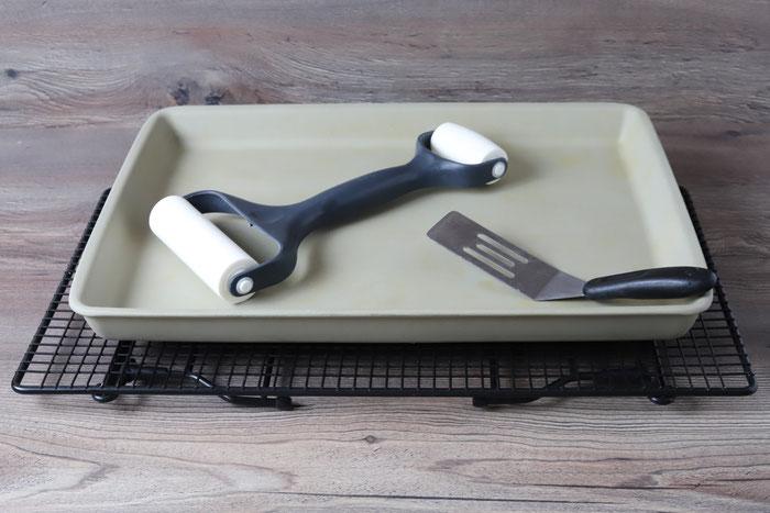 Picknikliebe Set aus White Lady, Teigunterlage, Teigroller, großbe Microplane Reibe online im Pampered Chef Onlineshop bestellen