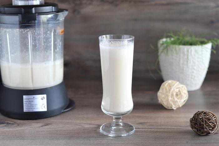 Alternative Milch Hafermilch mit Haferflocken aus dem Deluxe Blender von Pampered Chef im Onlineshop bestellen