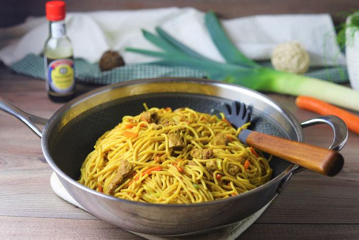Edelstahl Wokpfanne mit gebratenen Nudeln asiatische oder chinesisch aus dem Pampered Chef Onlineshop