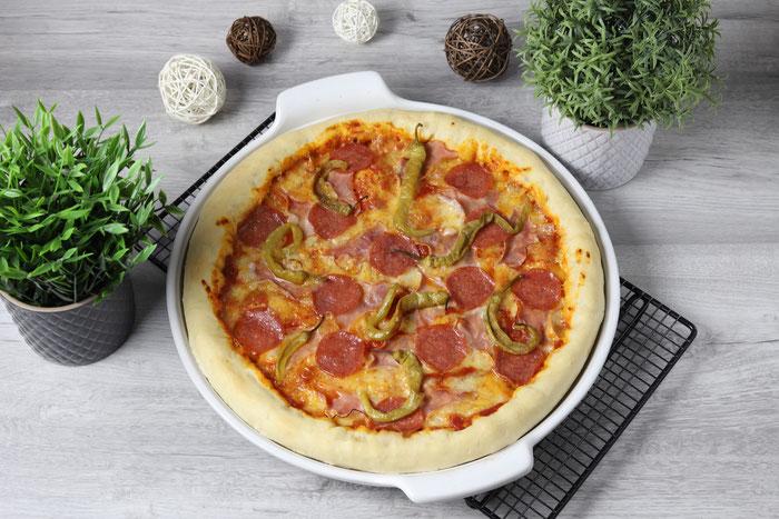 Cheesy Crust Pizza selbstgemacht auf der White Lady großer runter Stein aus dem Pampered Chef Onlineshop bestellen