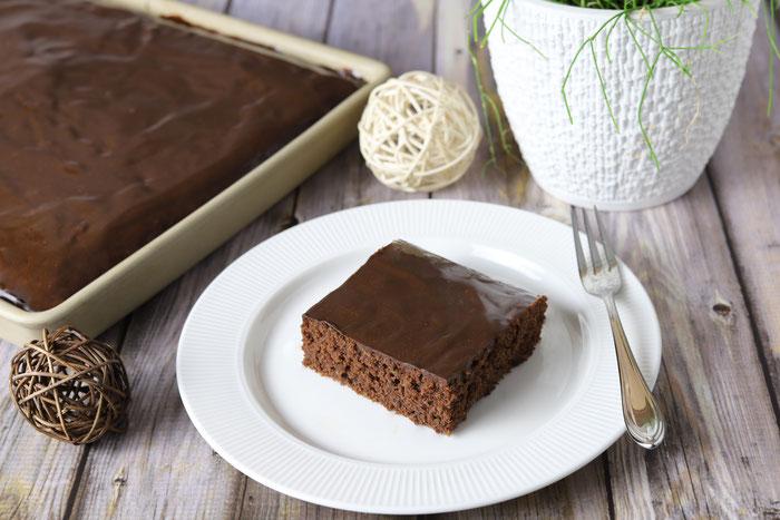 Zucchini-Kuchen mit Nüssen und Schokolade im Ofenzauberer von Pampered Chef