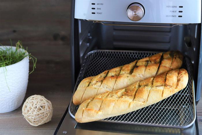 Kräuterbaguette oder Knoblauchbaguette im Deluxe Airfryer von Pampered Chef aus dem Pampered Chef Onlineshop