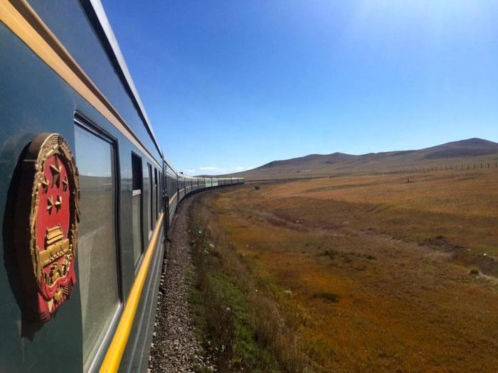 Sur la ligne Transsibérien à travers les steppes de Sibérie