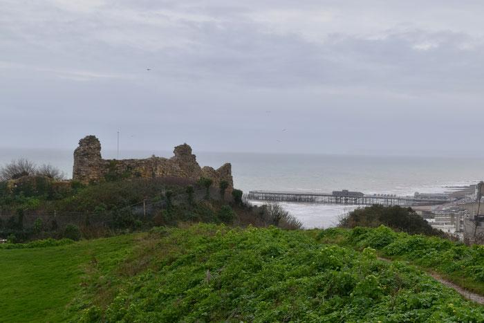 Hastings Castle  und  Pier