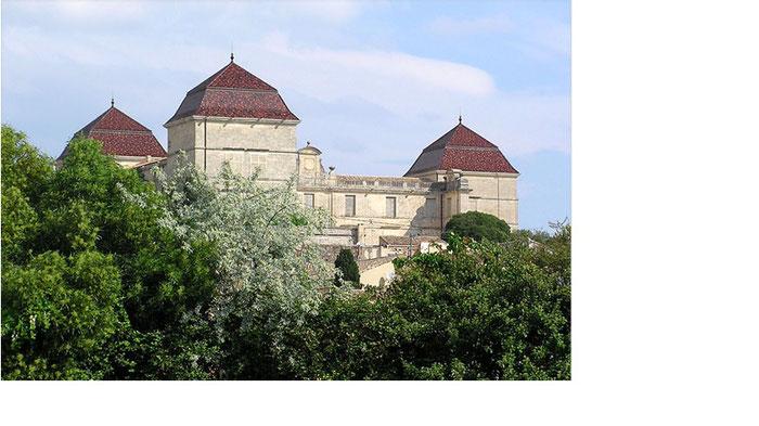 Le château de Castries date du XVI e siècle