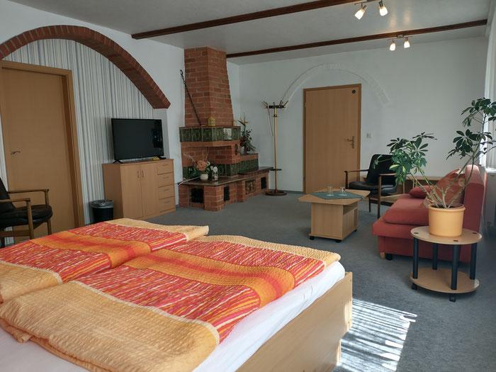 Seniorenzimmer, großes Doppelzimmer mit Schlafcouch im Erdgeschoss